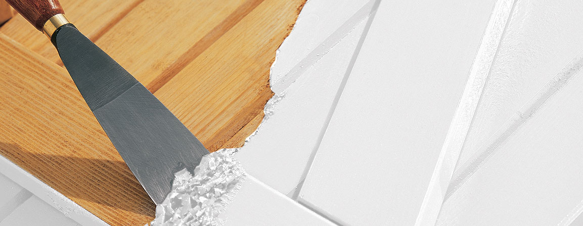 Usuwanie powłokz mebli drewnianych