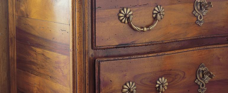 odnowiać lakierowane drewniane meble
