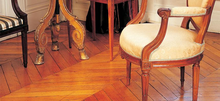 stare wypolerowane podłogi